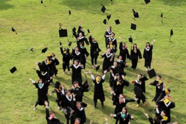 新鮮人期望起薪首低於30K 國家考試更符合期待