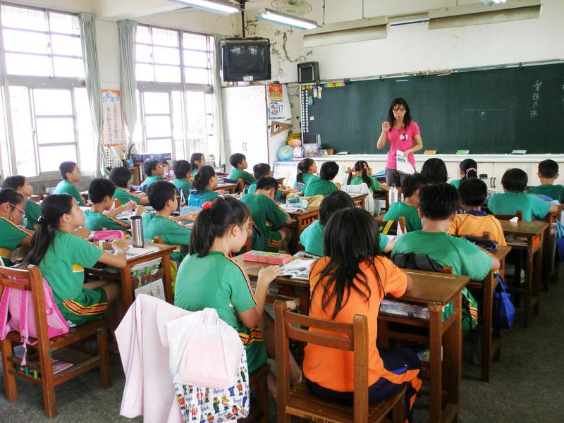 嘉義縣招考代理教師450名 逾9成到位