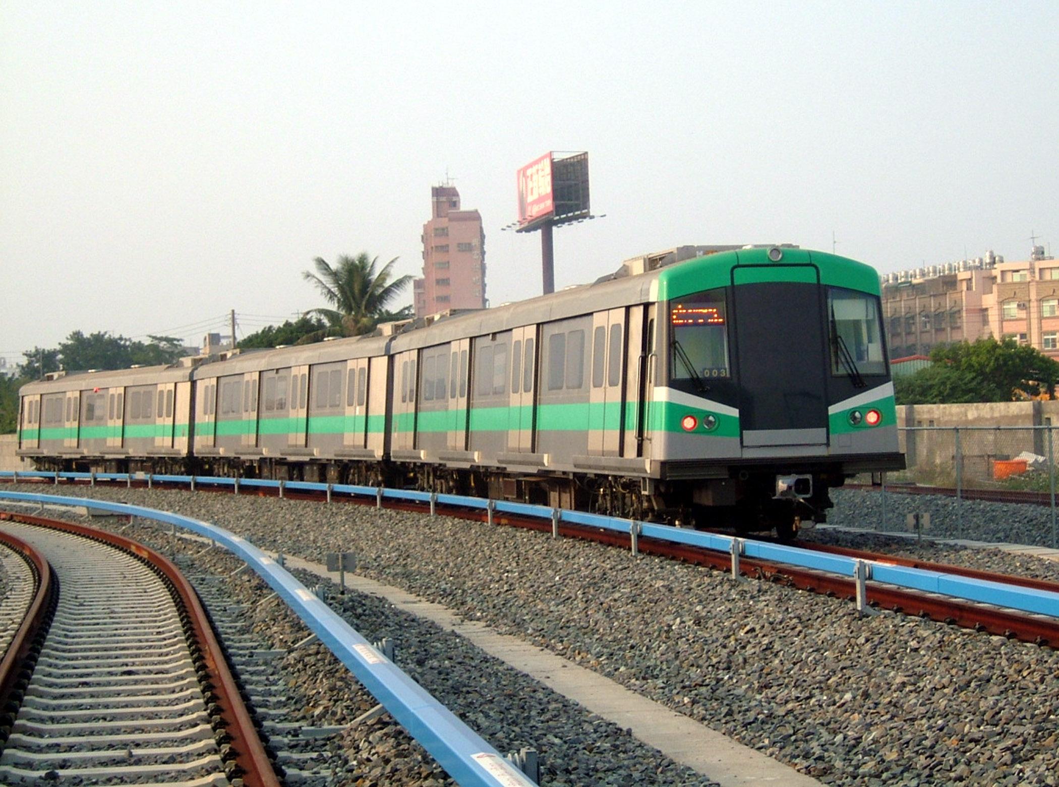 高雄輕軌列車招募駕駛 報名至17日止