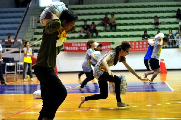 台中市環保局招清潔員300人 起薪33K