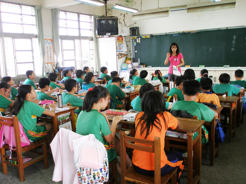 國小教師培育量 20年來最穩定