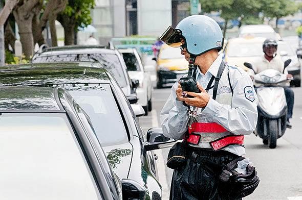 交通局招考路邊服務員 月薪26K起