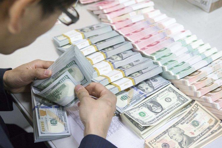 不動產業起薪居冠 起薪3.4萬高出國人平均起薪7千元